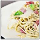 Linguini met gedroogde ham, mascarponekaas, pesto en pijnboompitjes